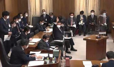 4/20(火)午前、衆議院 地方創生特別委員会で答弁。午後、本会議に出席。