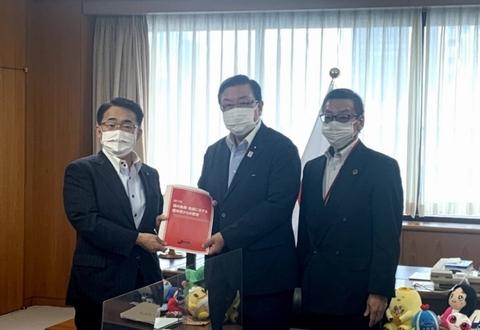 7/15(木)大村愛知県知事と中経連から中小企業支援策などの要請を受ける長坂副大臣。